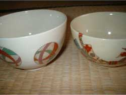 Two_typical_usuicha_(thin_tea)_bowls_for_the_Japanese_tea_ceremony