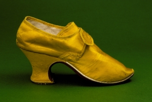 Woman's_yellow_silk_shoes_1760s